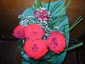 Fie ca aceste flori frumoase sa aduca in sufletele tuturor mamelor un strop de bucurie.