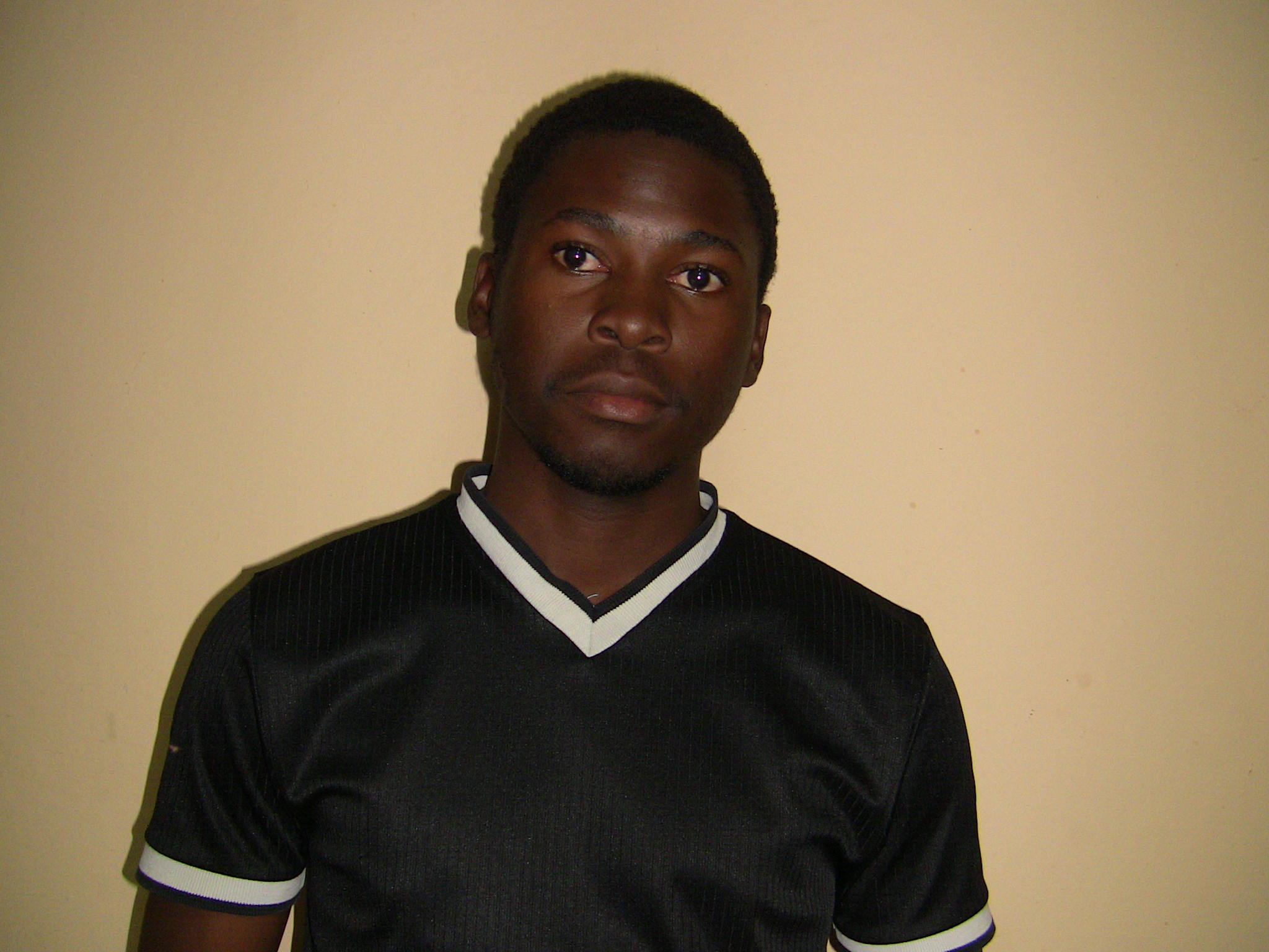 IMPRESIONANT – Ajuta un tanar ugandez sa lupte pentru viitorul lui