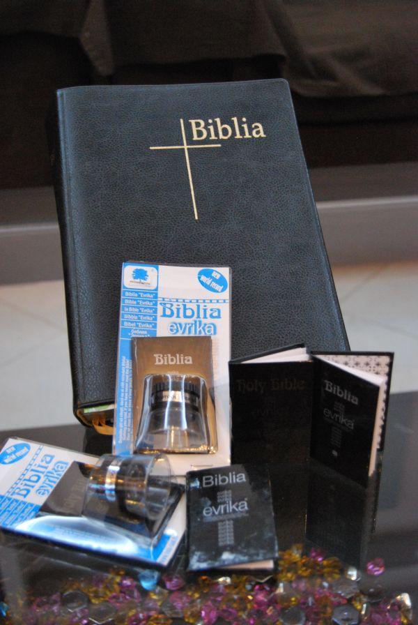 "Biblia miniaturala ""Evrika"" – cel mai frumos cadou pe care sa-l faci de sarbatori!"