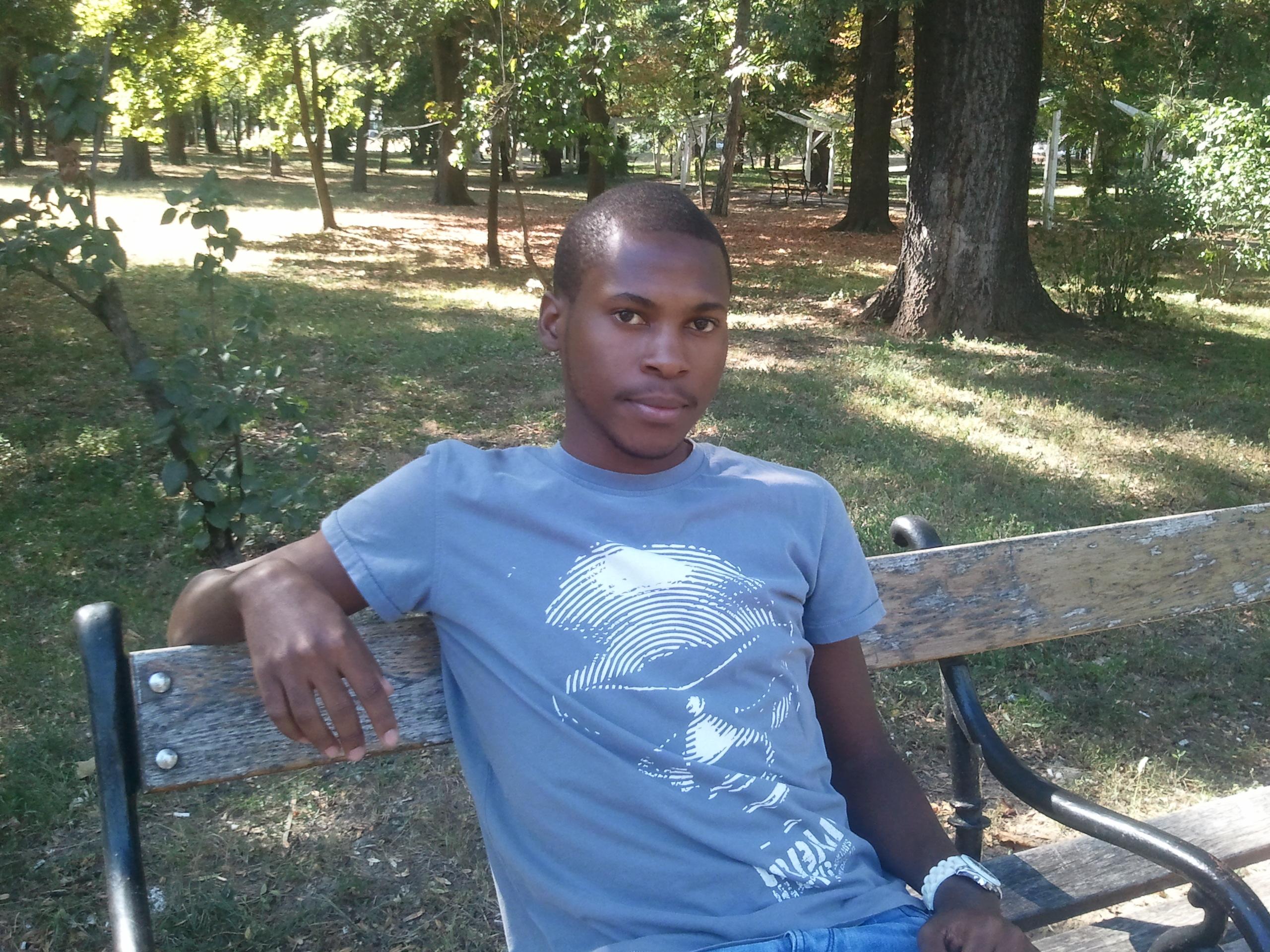 VEZI VIDEO: Povestea INCREDIBILA a unui tanar ugandez ajuns student la medicina in Romania