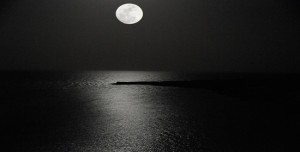 rising_moon_over_the_red_sea_by_andyserrano1