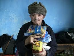 Doneaza lemne de foc și alimente pentru bătrânii săraci și neputincioși cu ocazia Sarbatori de Iarna